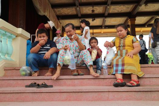 Una abuela y tres niños. Phnom Penh. Marisa López