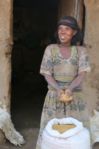 Ayale Ejigu with quinoa in her hands. By Tinbit Amare Dejene